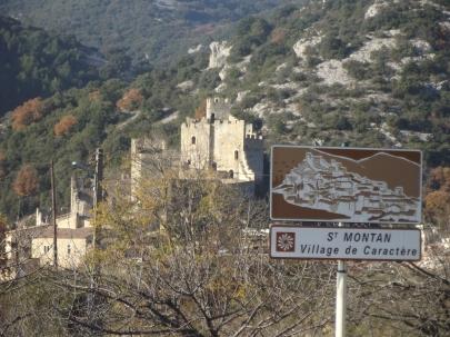 le village et son panneau